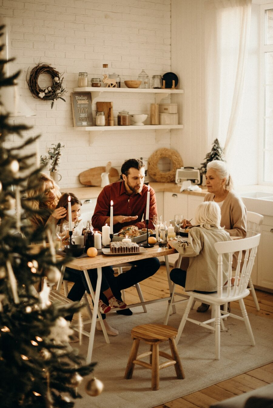 święta przy rodzinnym stole z rodziną
