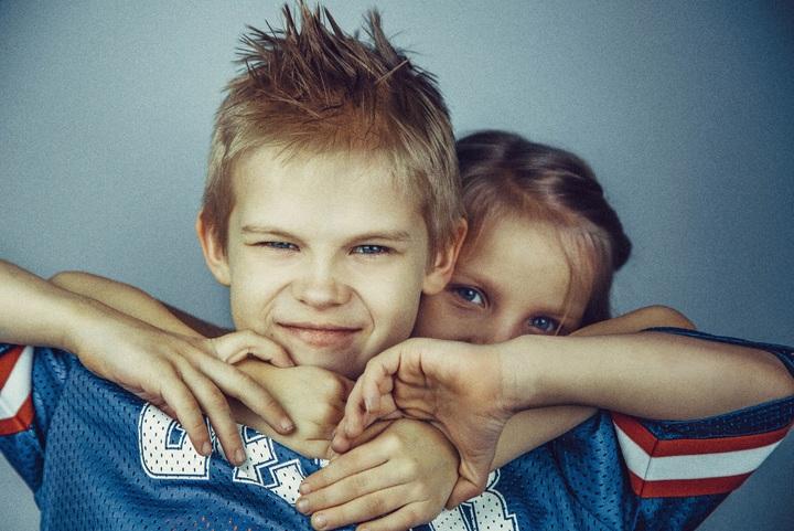 agresja niegrzeczne dziecko złość rodzeństwo
