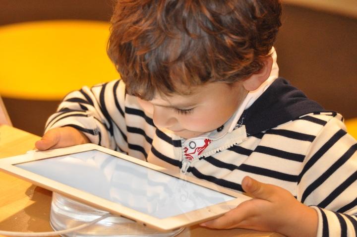 dziecko w internecie zagrożenia