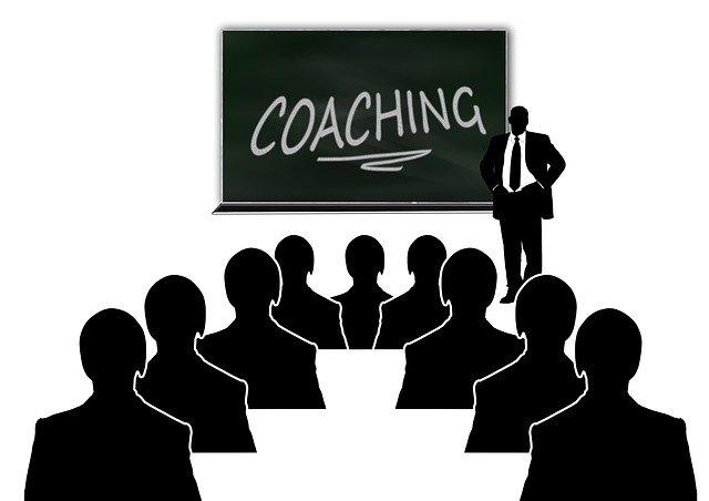 szkolenie coaching sala pełna ludzi