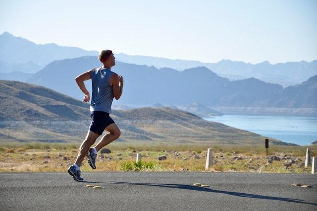 biegnący człowiek sport trening