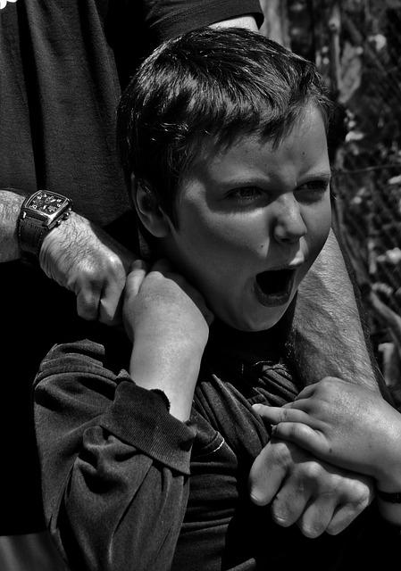 złe zachowanie dziecka krzyk płacz