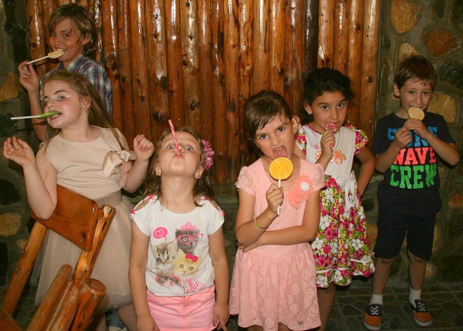 grupa dzieci nauka zabawa